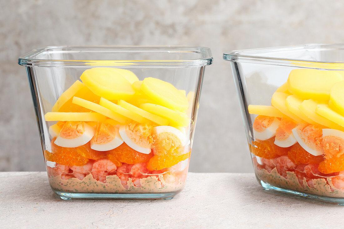 Scandinavian prawn salad with mandarins to take away