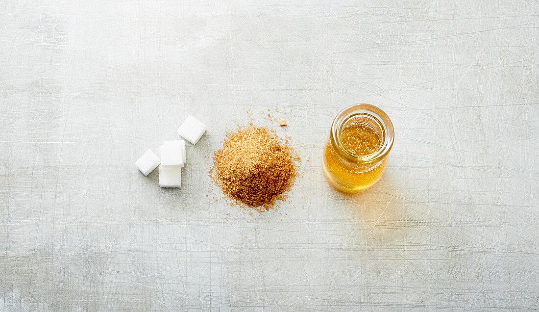 Sugar cubes, birch sugar and agave syrup