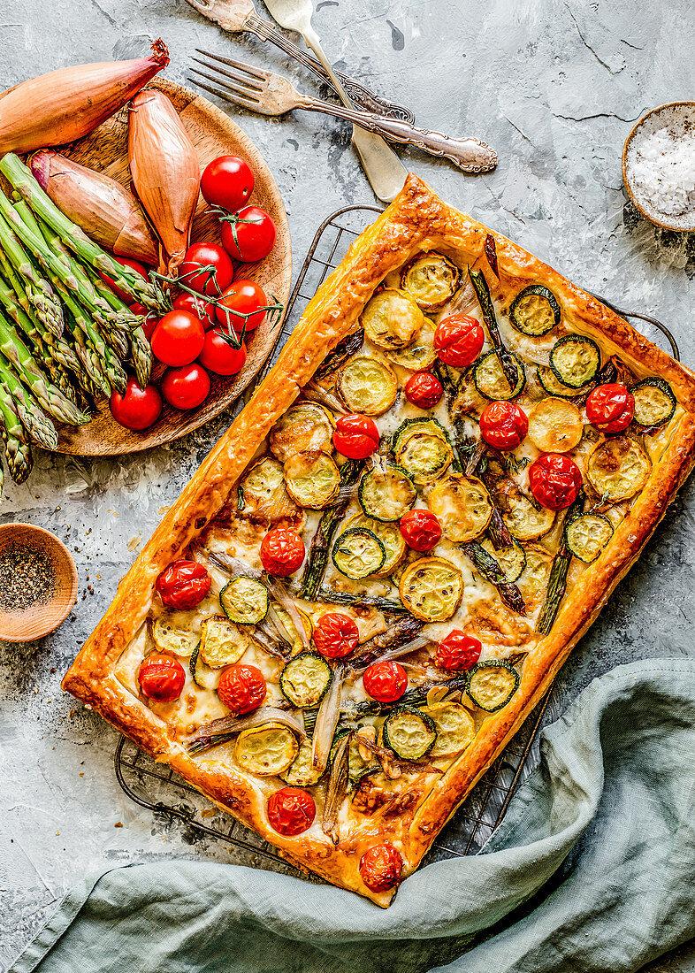 Blätterteigtarte mit Gemüse