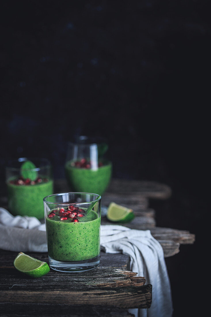 Green spinach and lime smoothie
