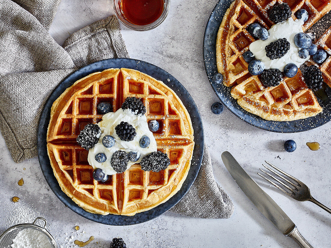 Skyr waffles with cream and berries