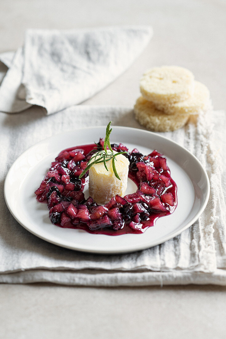 Agri di Valtorta with pear and blueberry compote and white bread