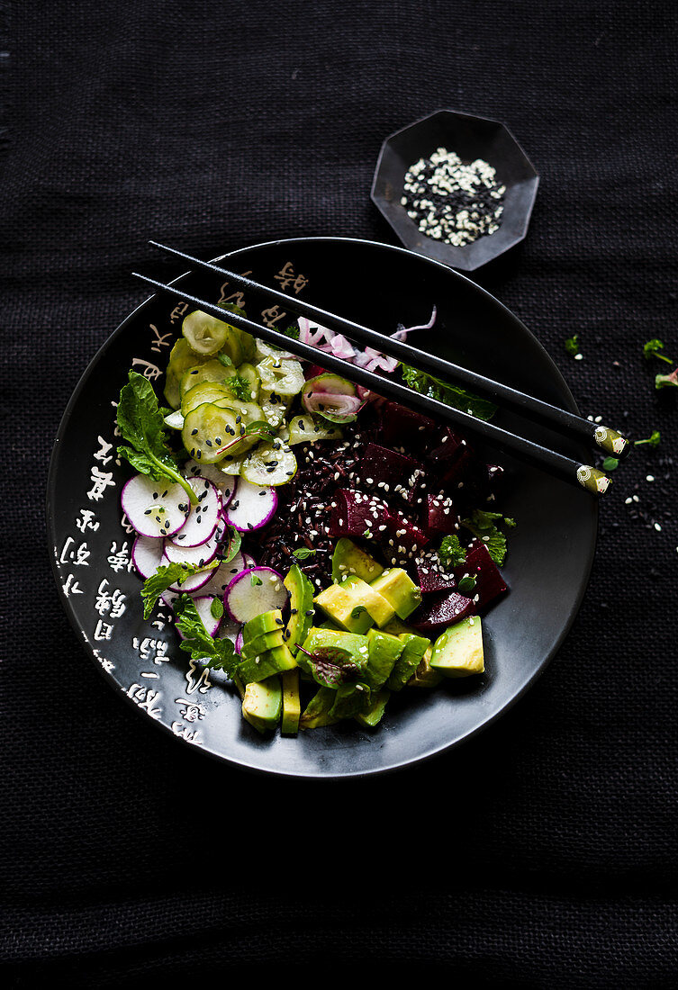 Poke bowl with beets, avocado and black rice