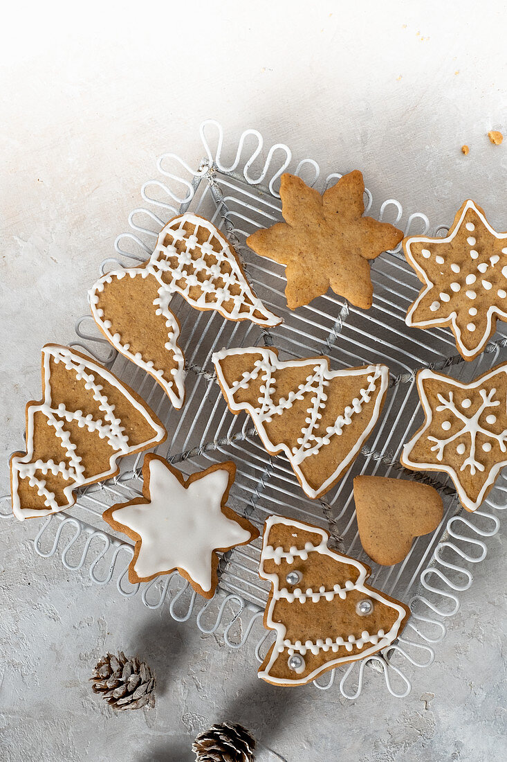 Iced gingerbreads with cones
