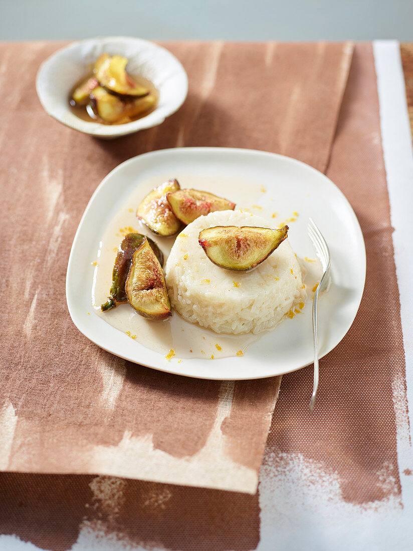 Coconut rice pudding with honeyed figs