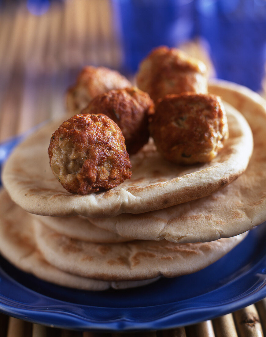 Pita bread with köfte