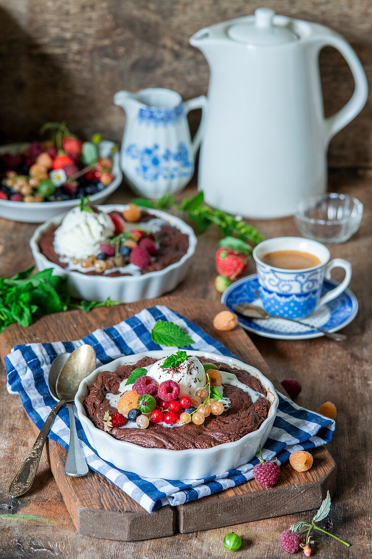 Hot chocolate pies with berries