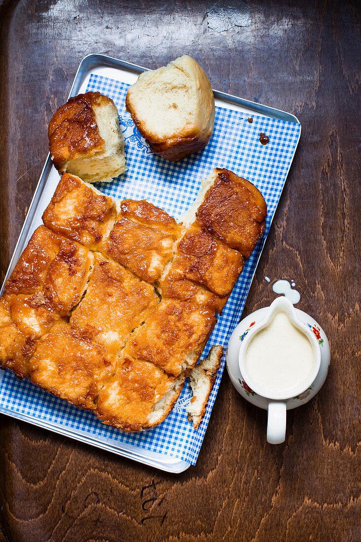 Sweet rolls with vanilla sauce