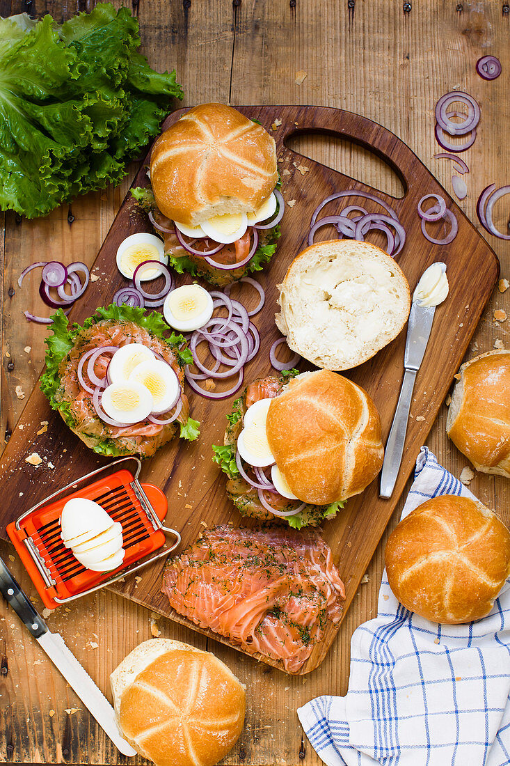 Lox with cream cheese, egg and red onions on a roll