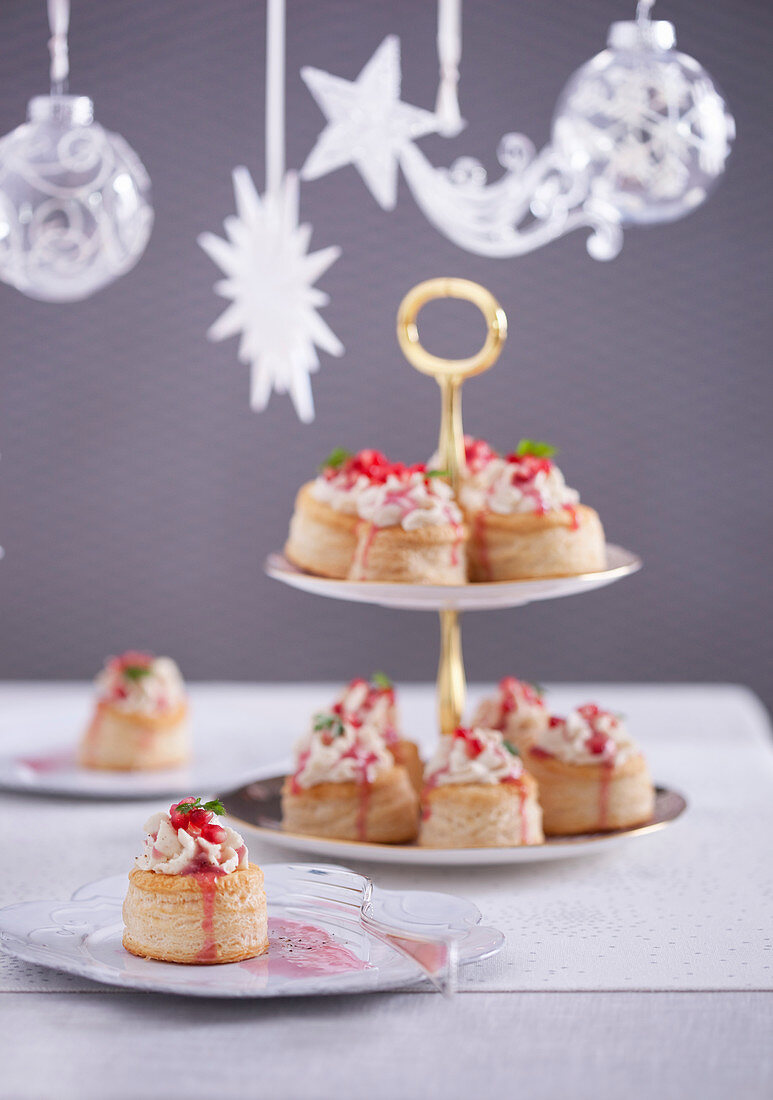 Puff pastry tarts with turkey mousse and pomegranate dressing