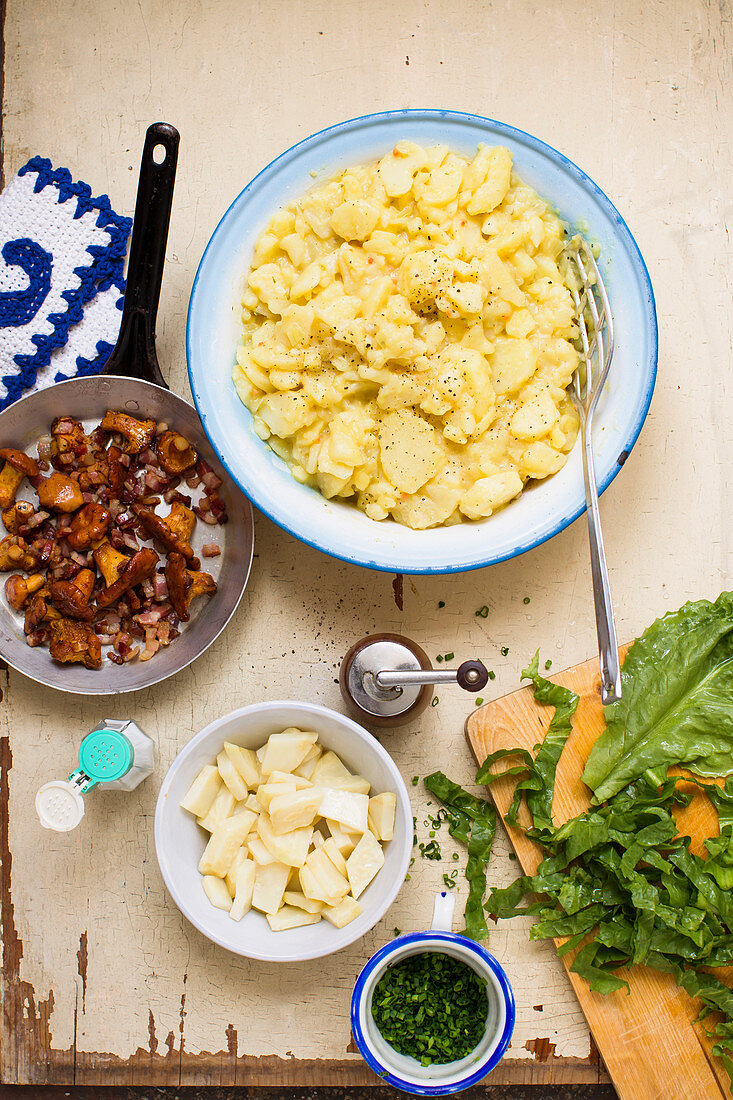 Potato salad and fried chanterelles