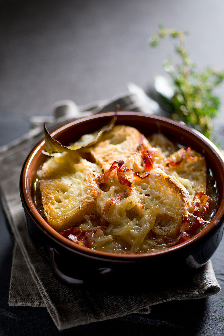 Onion soup with bacon