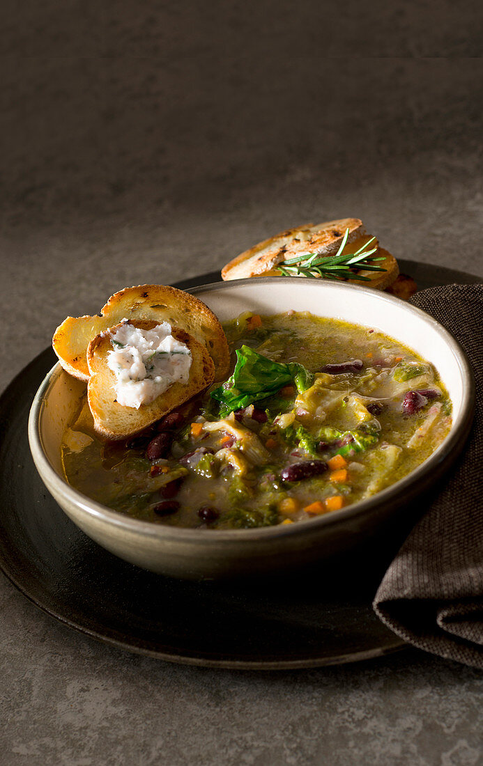 Bean and endive soup with herb lard