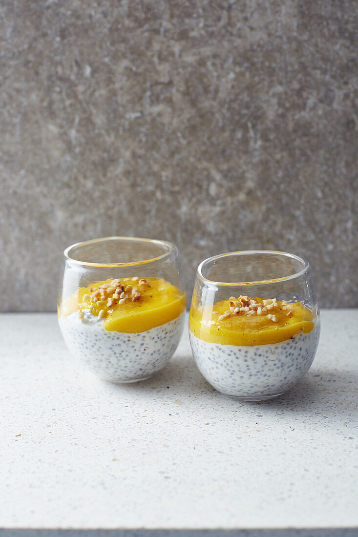Vegan mango cream with almonds
