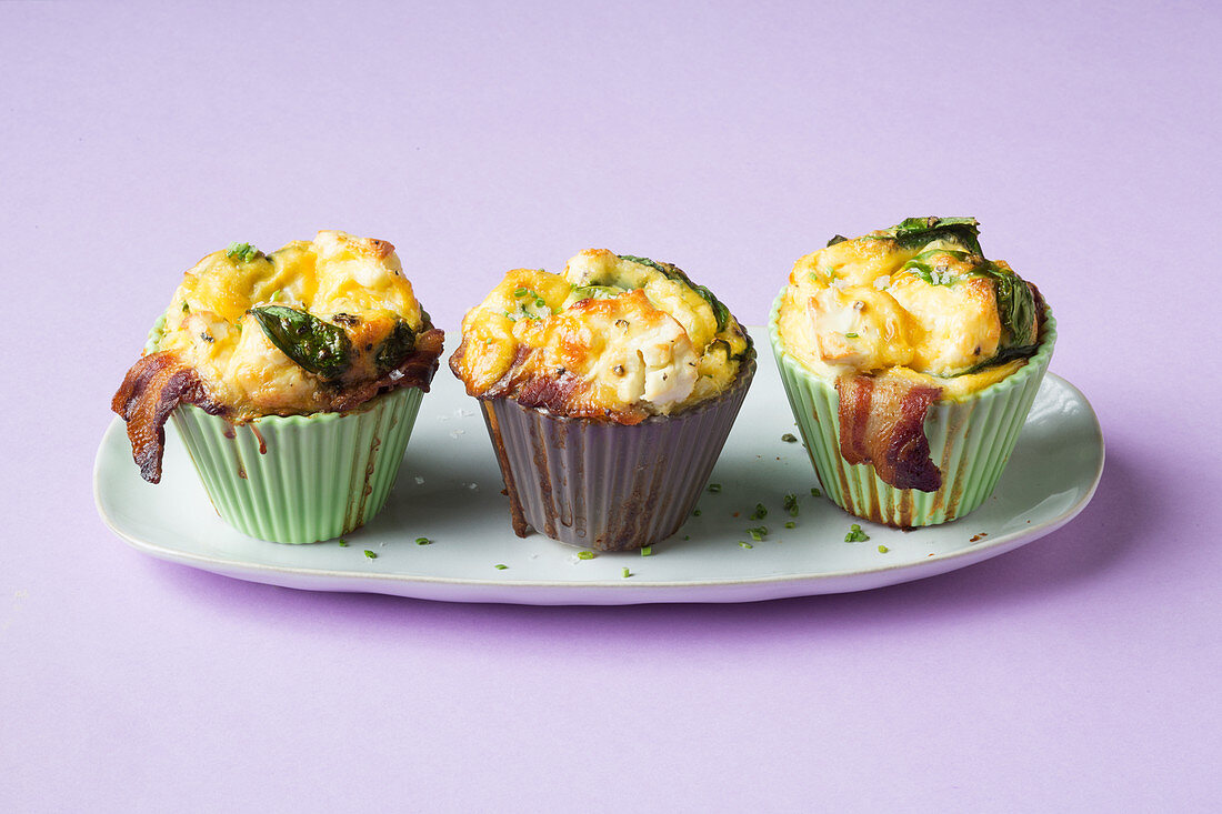 Fine egg muffins with spinach, bacon and feta cheese (keto cuisine)