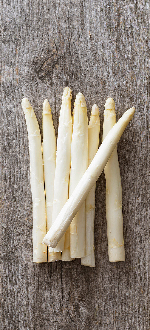 White asparagus on a wooden surface