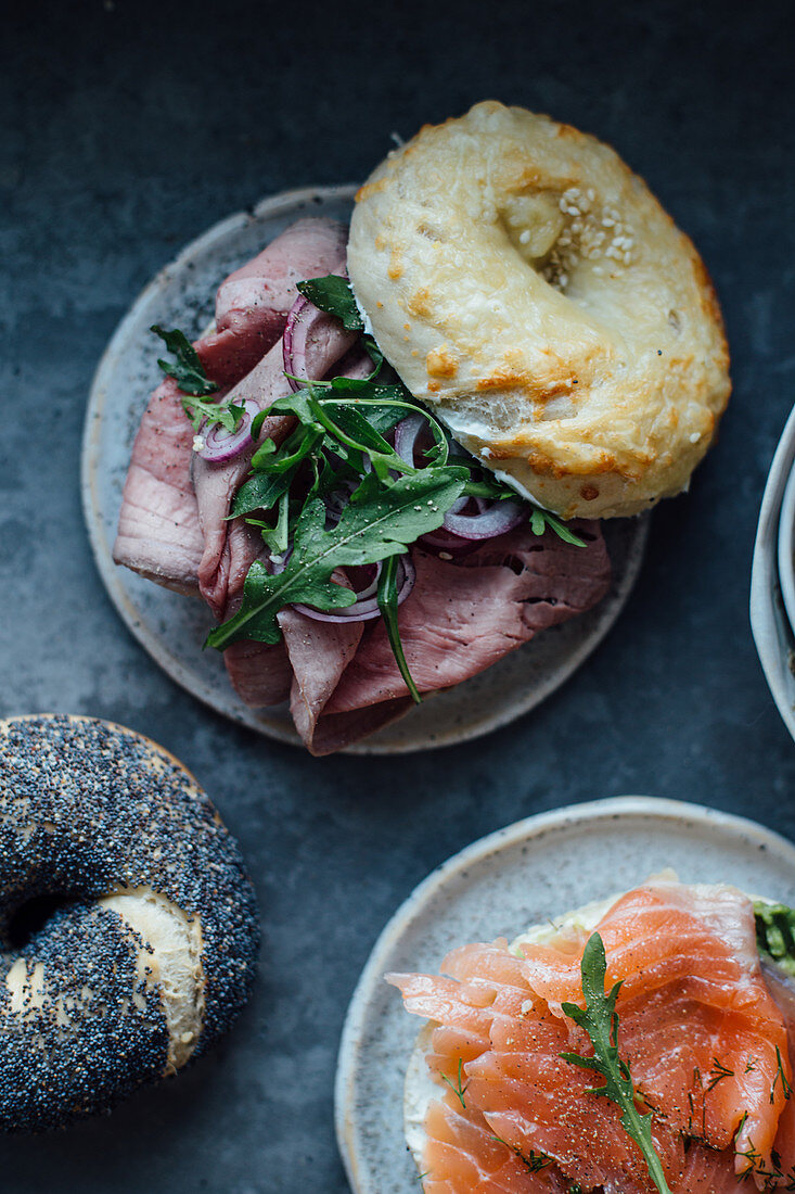 Bagels with roastbeef and rocket