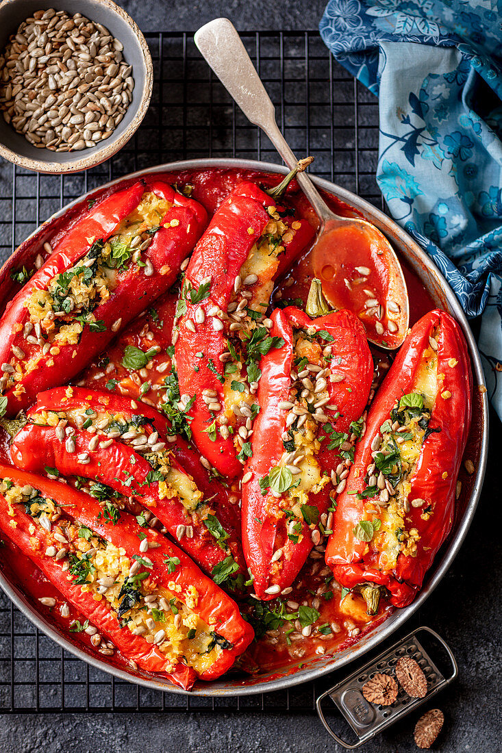 Peppers stuffed with lentils and mozzarella