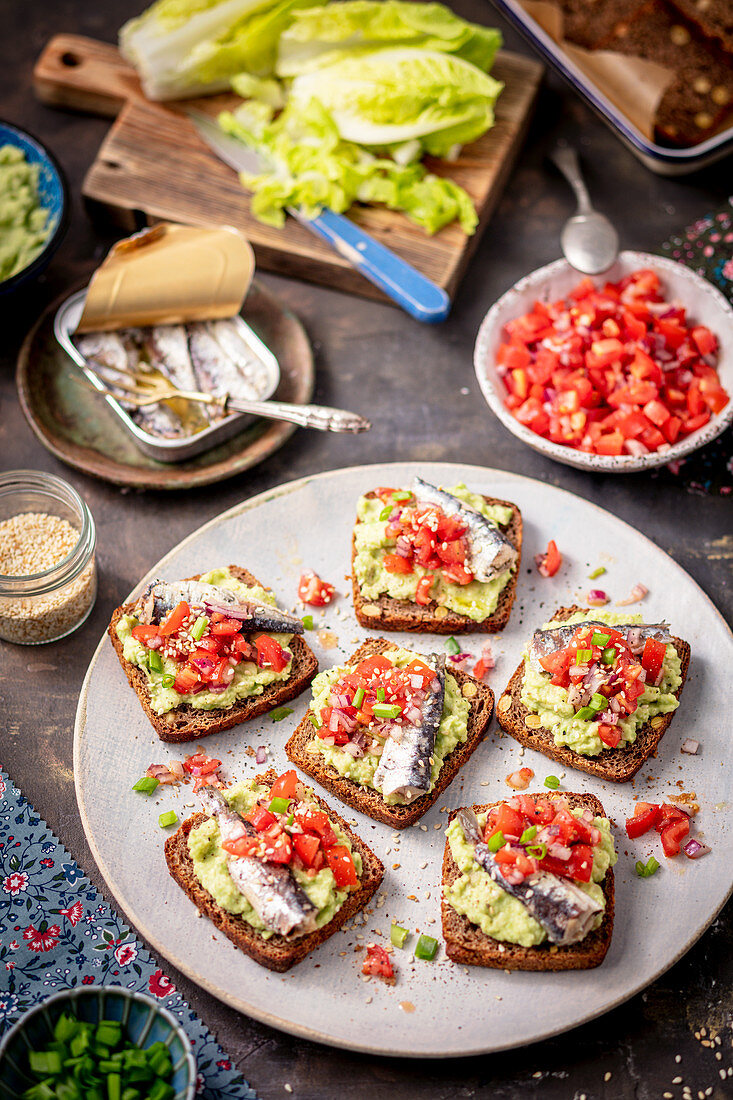 Toasts with guacamole and smoked sardines