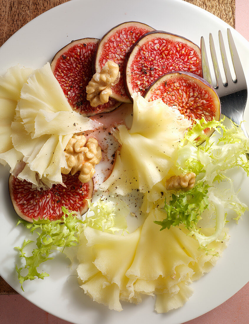 Fresh figs with Tete de Moine and walnuts