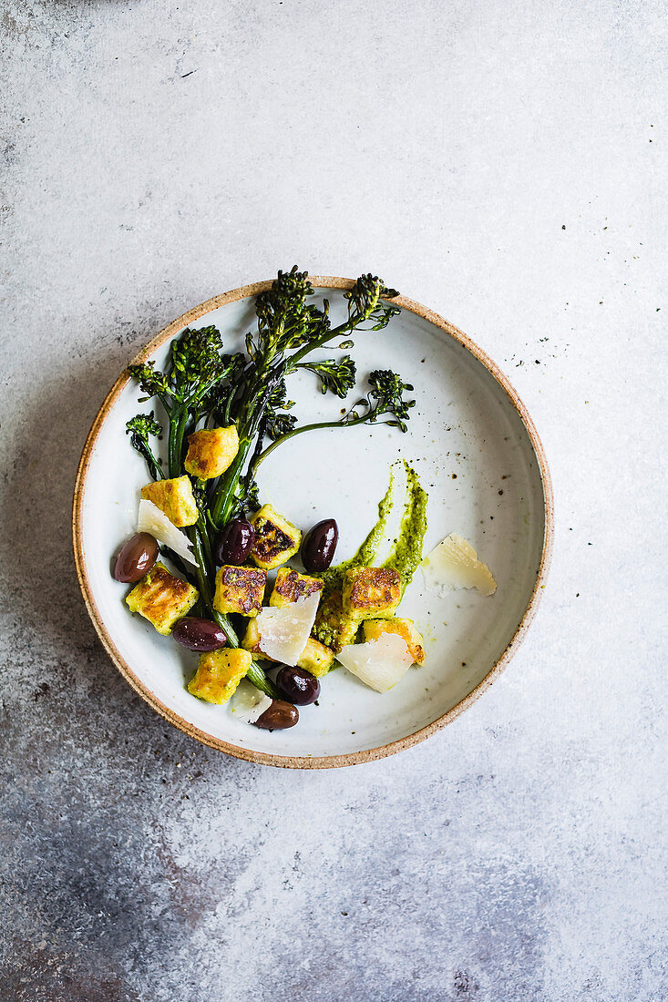 Halloumi cheese fried with olives, parmessan cheese and broccoli
