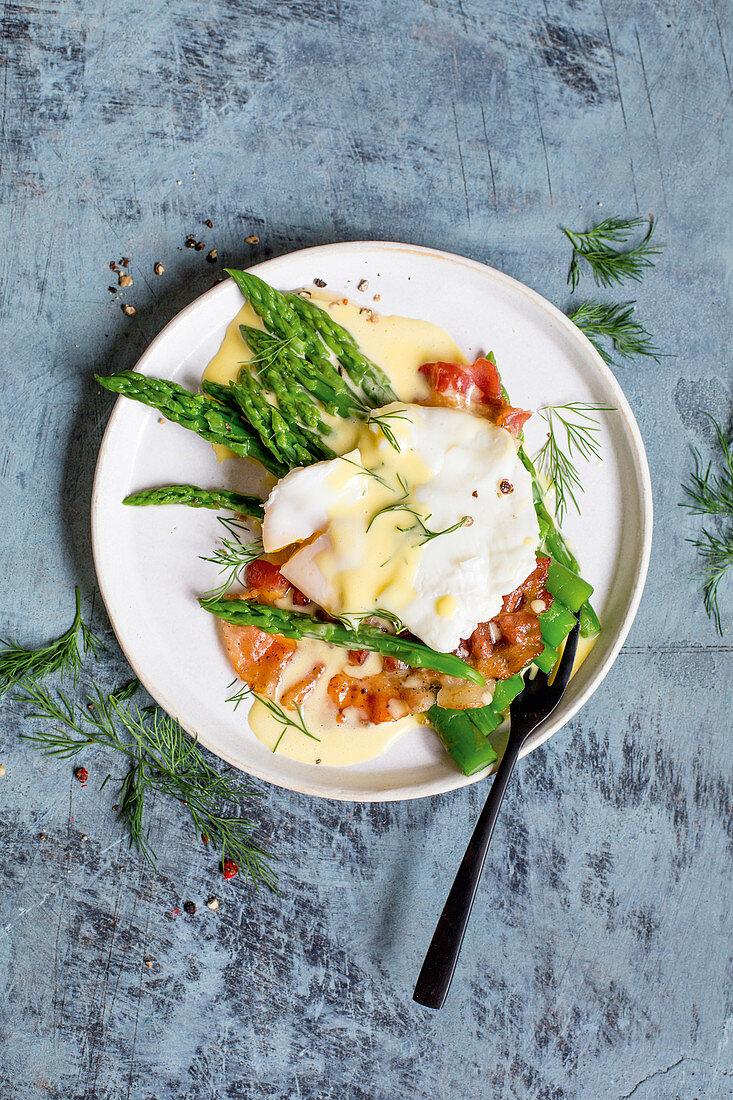 Eggs Benedict with asparagus, bacon and dill hollandaise (keto cuisine)