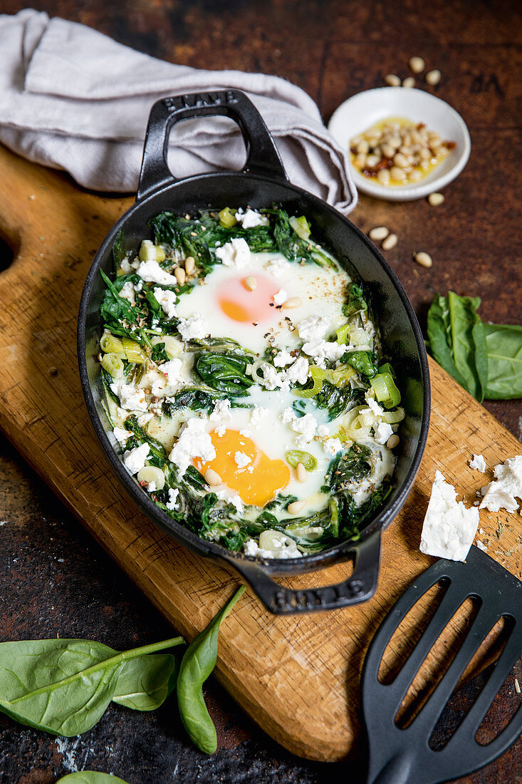 Green shakshuka with spinach and seasoning oil (keto cuisine)