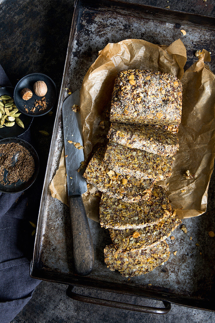Seed and nut bread (keto cuisine)