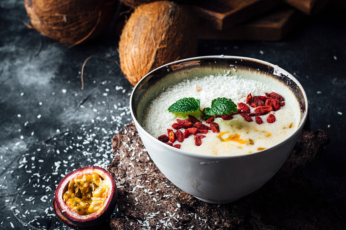 Smoothie bowl with goji and passion fruit