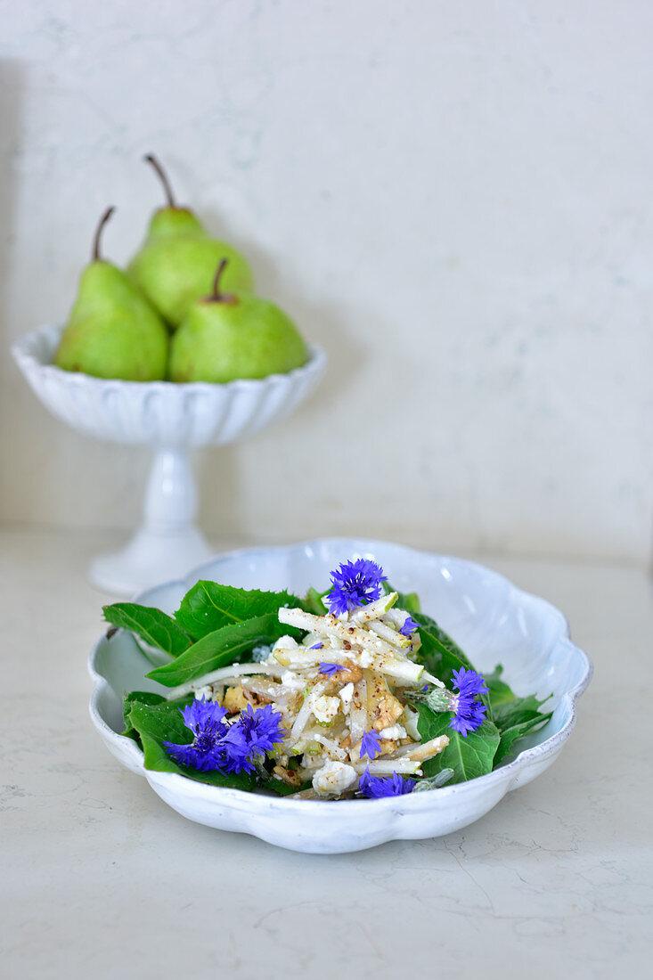 Kohlrabi and pear salad with cornflowers
