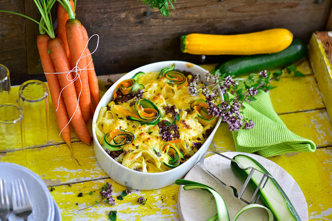 Pasta bake with zucchini and carrots