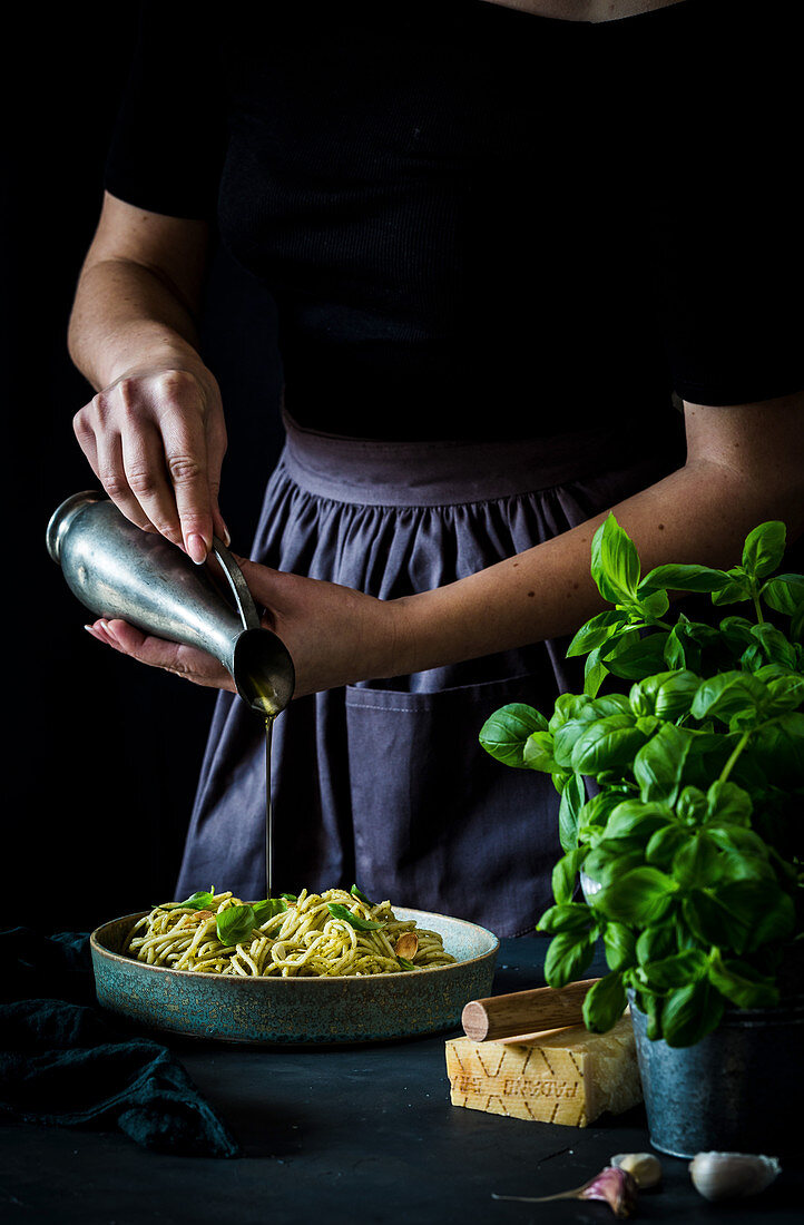 Spaghetti with Parmesan, fresh basil and olive oil