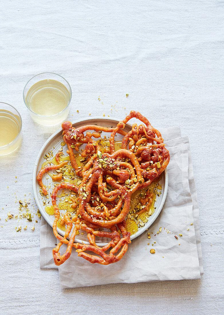 Jalebi (frittierte Weizenmehlkringel in Zuckersirup getränkt, Afghanistan, Indien)