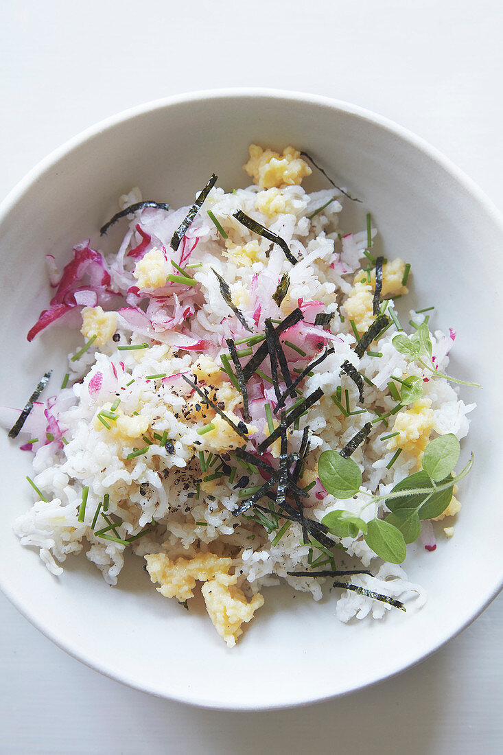 Kanton rice with eggs, radishes and algae