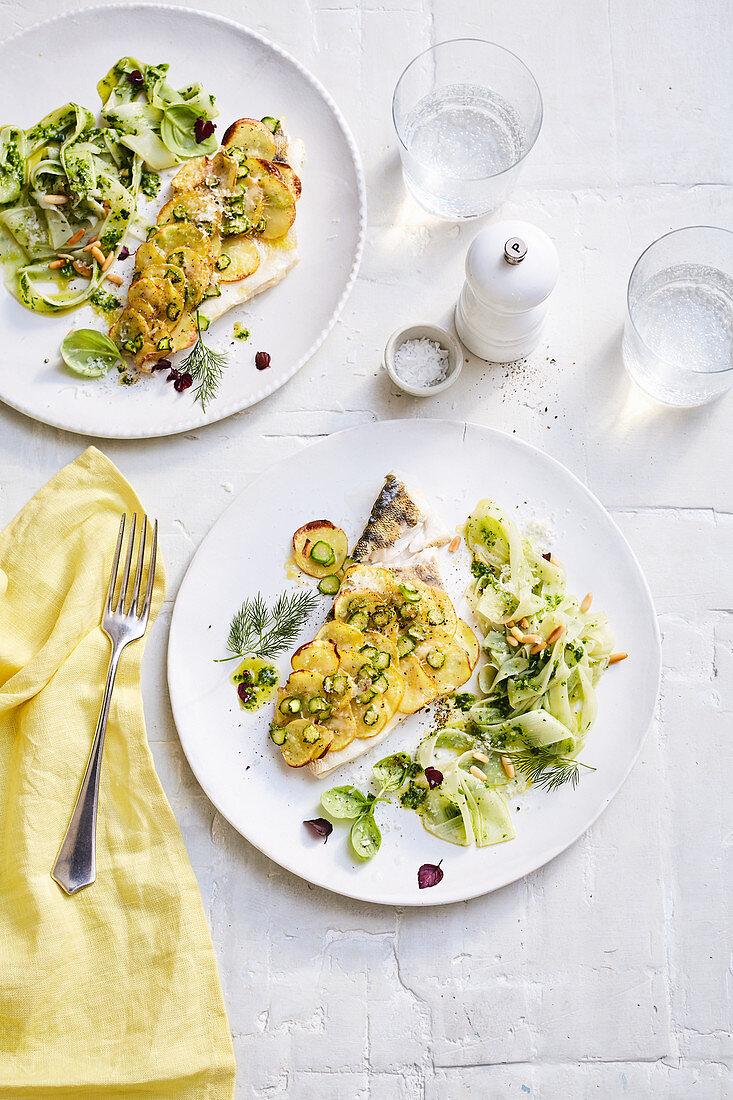 Zander mit Spargel-Kartoffel-Kruste und Spargel-Tagliatelle