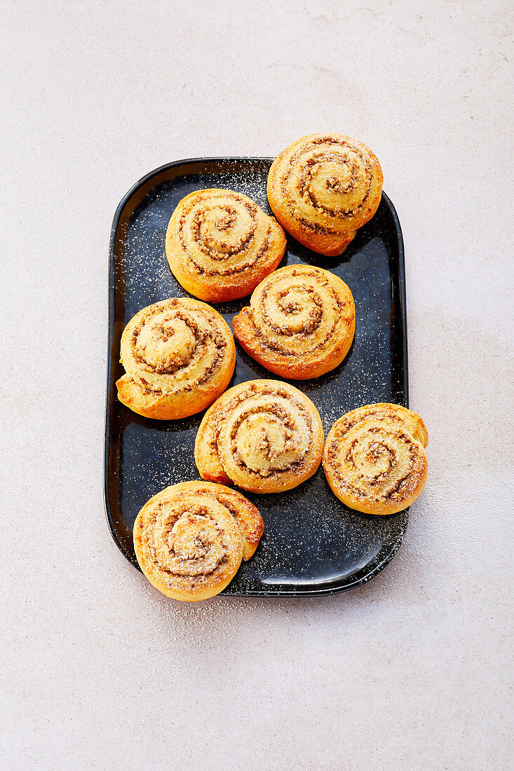 Nut and cinnamon whirls (sugar-free)