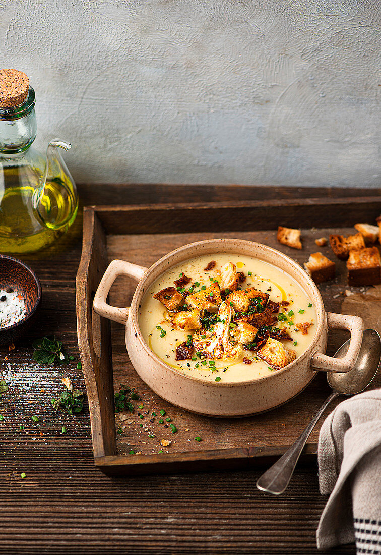 Cauliflower soup with croutons