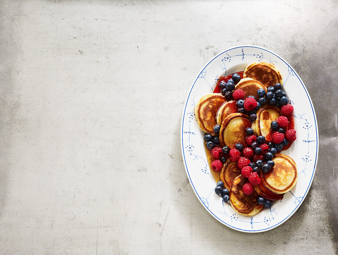 Yoghurt pancakes with berries and maple syrup
