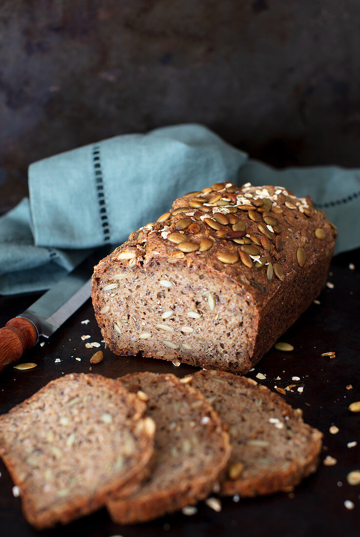 Rye bread with rye berries, pumpkin and sunflower seeds