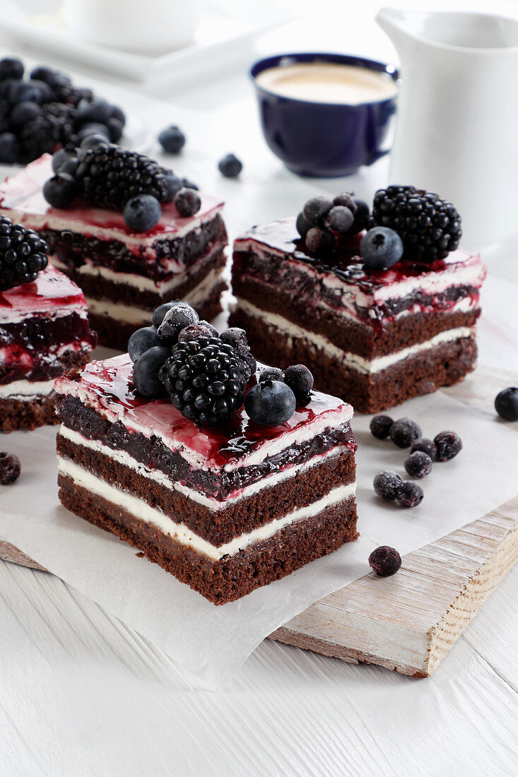 Chocolate and cream cake with blueberry and blackberry jelly