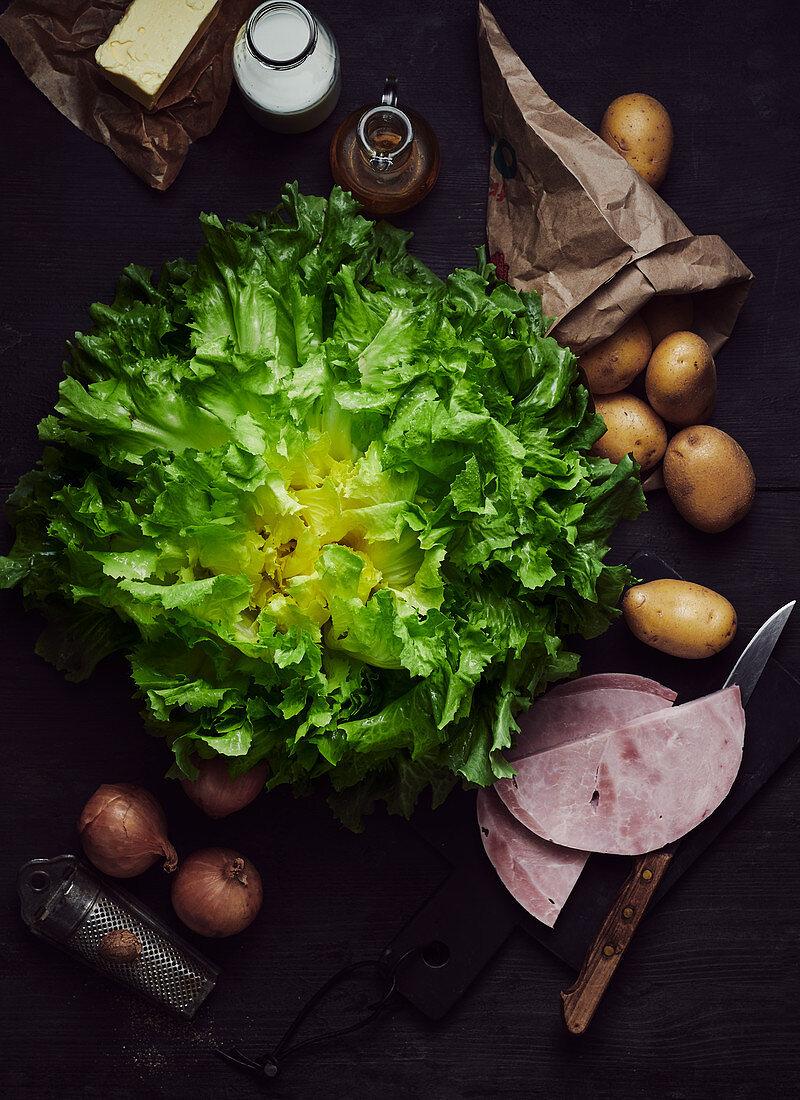 Smooth endive salad, potatoes, ham, onions, oil and nutmeg