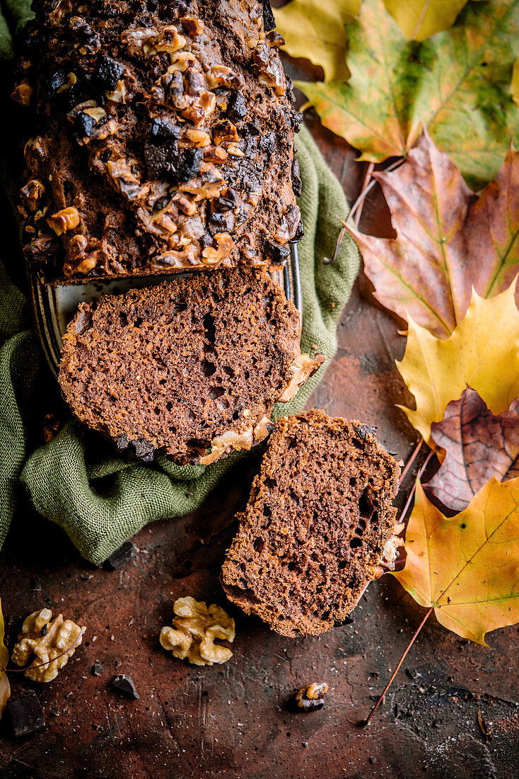 Autumn carrot cake with nuts