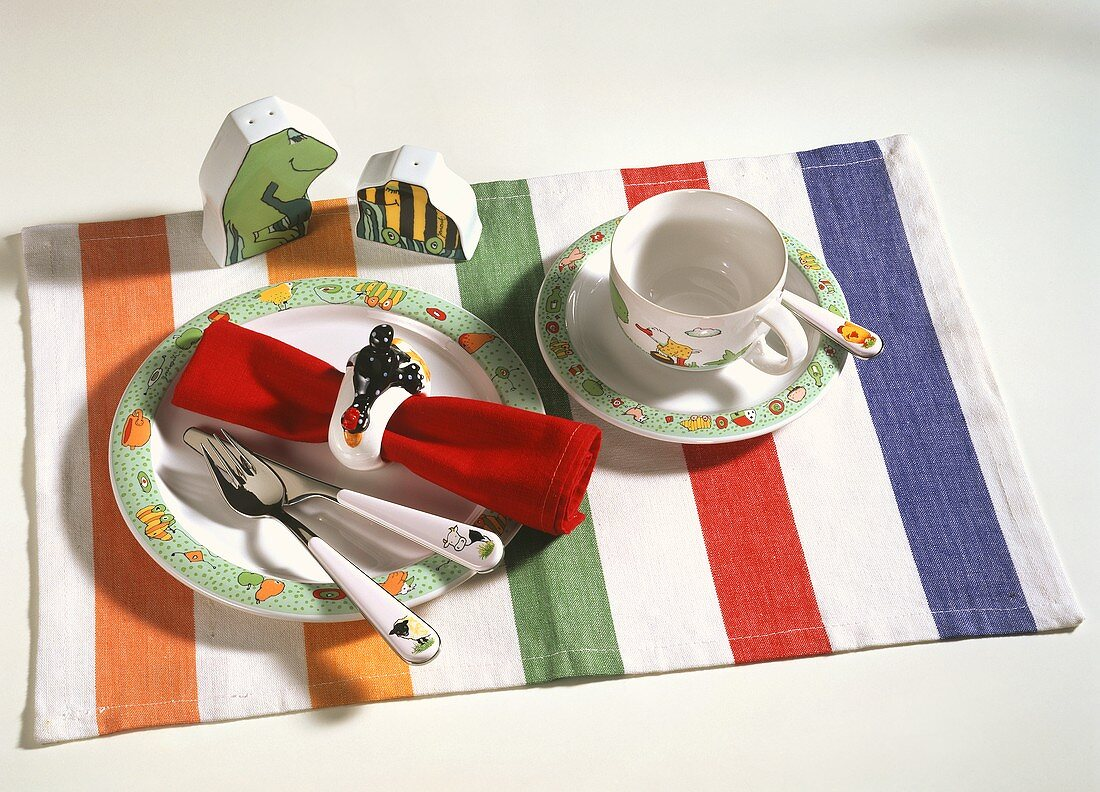 Child's place setting (with Janosch design) on fabric table mat
