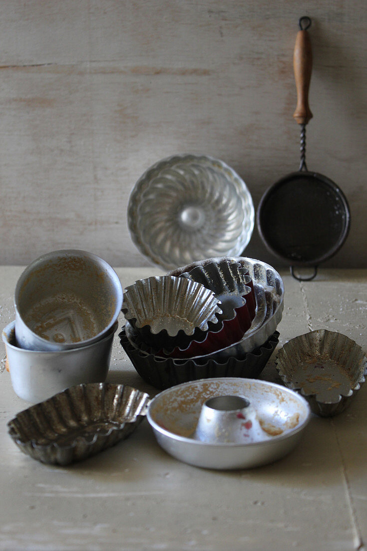 Baking tins for pastries and small cakes