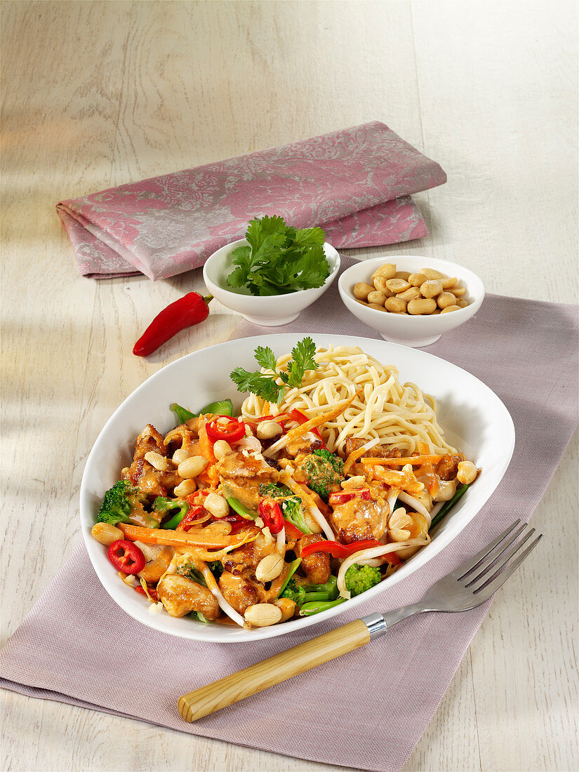 Thai curry stir fry with chicken and peanuts
