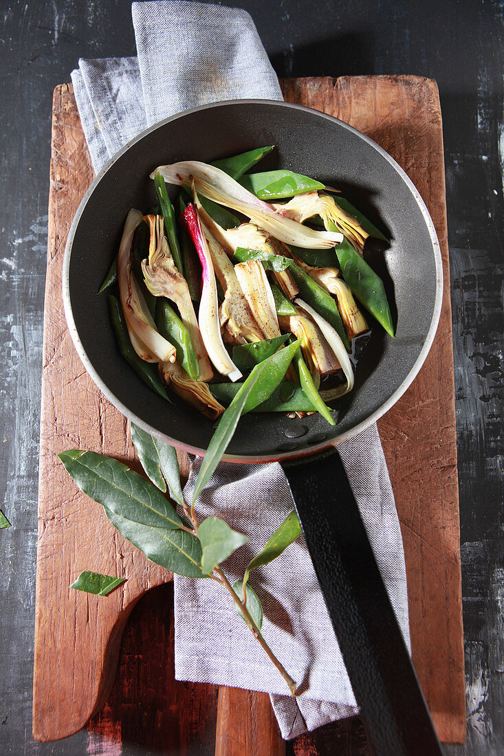 Pan-fried artichoke hearts with beans