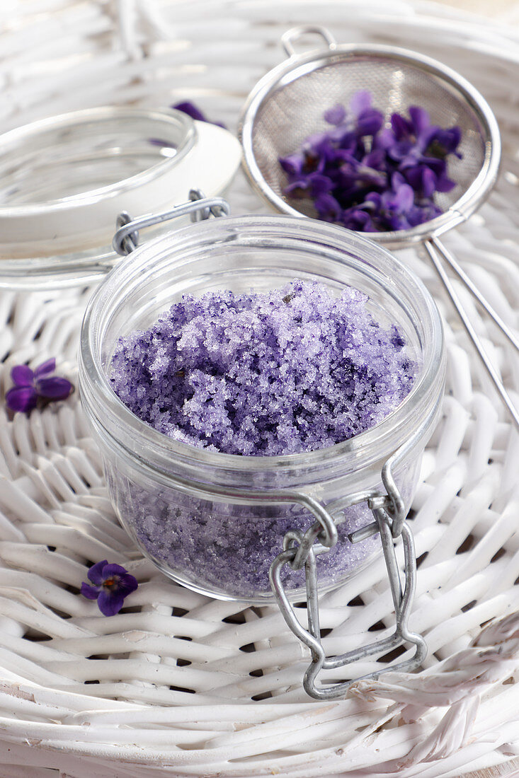 Sugar made from violet petals