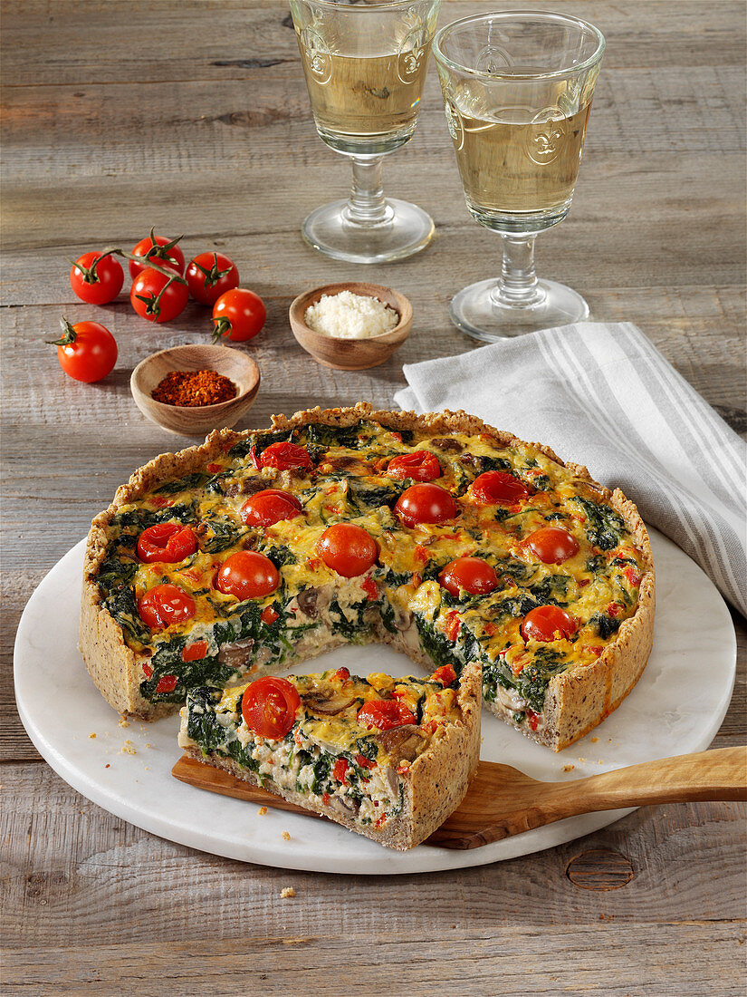 Low-carb quiche with a nut base