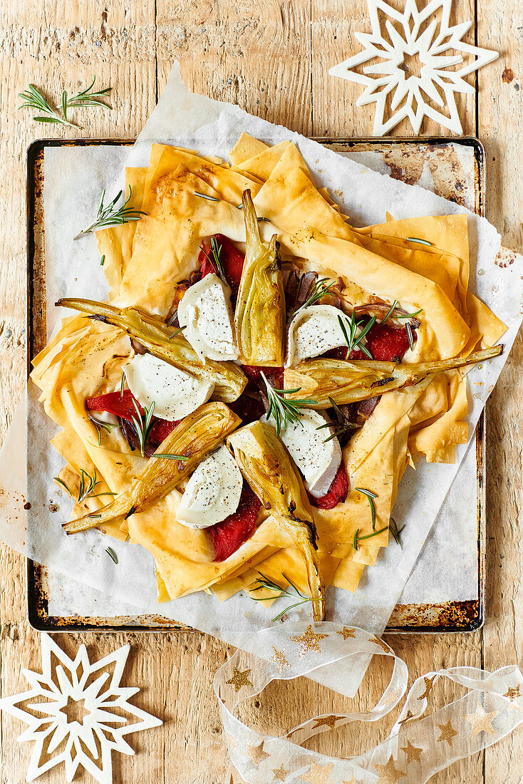 Spicy filo dough star with fennel and goat's cheese (for Christmas)