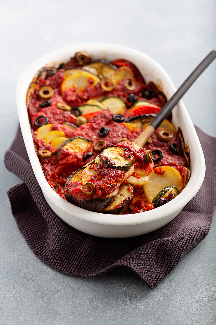 Mediterranean and vegetable grain with olives